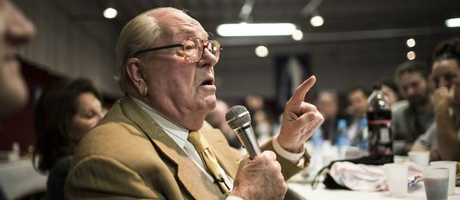 Photo of Jean-Marie Le Pen : «Moi, je suis désolé, je ne suis pas Charlie»